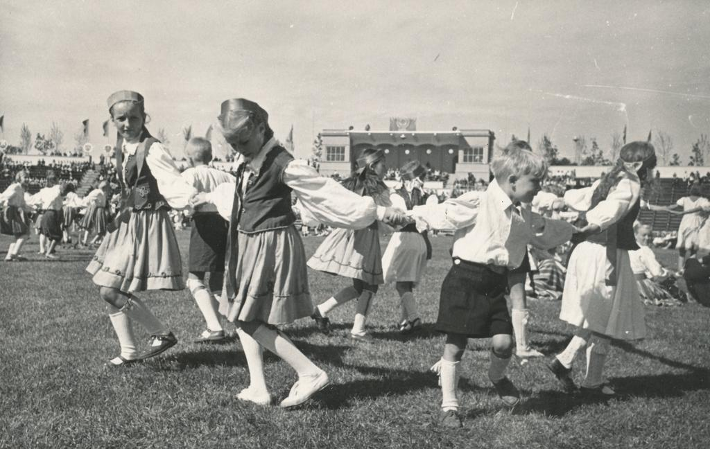 Millal said lasterühmade tantsijatest tantsupeolised?