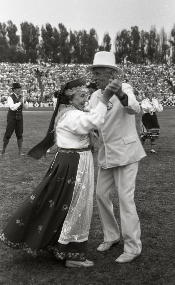 tantsujuht-alfred-raadik-uks-noorte-laulu-ja-tantsupeo-traditsiooni-algatajaid
